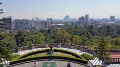 Chapultepec, Vista desde el Castillo, Monumentos a los Niños Héroes