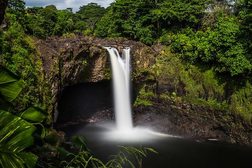 cliff usa water landscape hawaii us rainbow rocks wasser wasserfall outdoor falls bigisland hilo landschaft rainbowfalls heiter