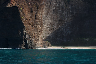 Beach enclosed by cliffs, Nāpali Coast, Kauaʻi | by aenigmatēs