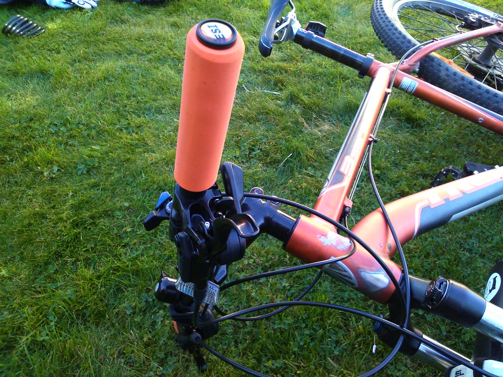 my upgraded  2010 trek 3900 ESI Chunky orange silicone grips