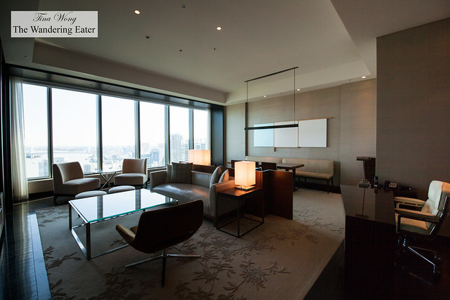 Living area of King Executive Suite Bay View
