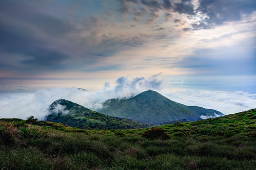 sunset urban mountain nature grass canon landscape day cloudy taiwan nopeople 夕陽 taipei 台灣 hdr 台北市 seaofclouds highangle 大屯山 雲海 capitalcity 1635mm 大屯山主峰 canoneos5dmarkiii canon5dmarkiii