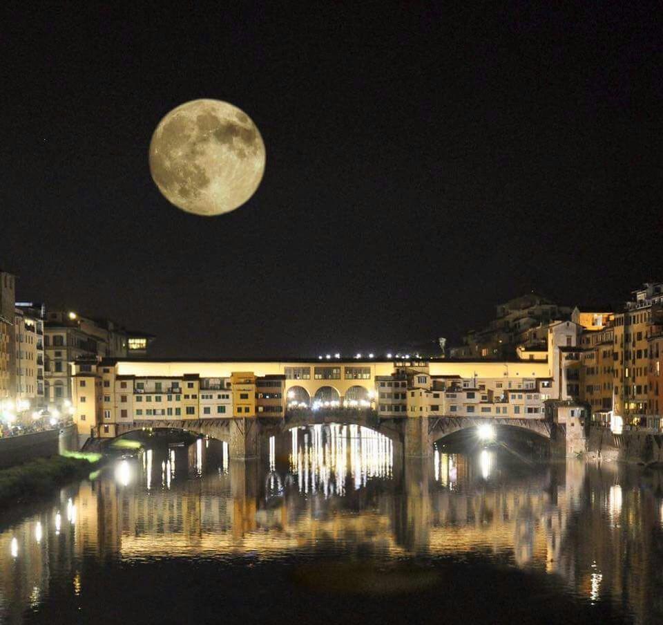 Luna piena su Ponte Vecchio - Full moon on Ponte Vecchio