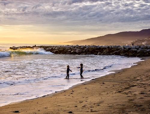 sunset santamonica children california beach silhouette playing pacificpalisades losangeles
