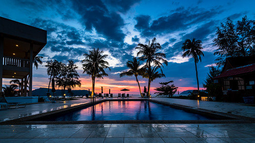 wideangle ultrawideangle malaysia langkawi landscape swimmingpool travel vacation vista view sunset lowlight longexposure beach clouds sky hotel colour moody outdoor naturallight palmtrees dusk twilight nikon nikkor ngc tripod 1635mmf4ged 1635mmf4vr 1635mm nightscape