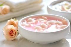 Convierte el agua de rosas en más que una fragancia