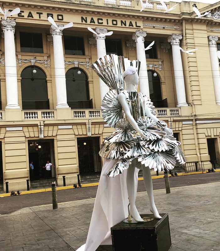 MARUJATZ VERSION OF WEARABLE ART @TEATRO NACIONAL #marujatz #milliner #millinery #decadepartyhopping #carnival #carnivalparty #wearableart #art #wearable #handmade