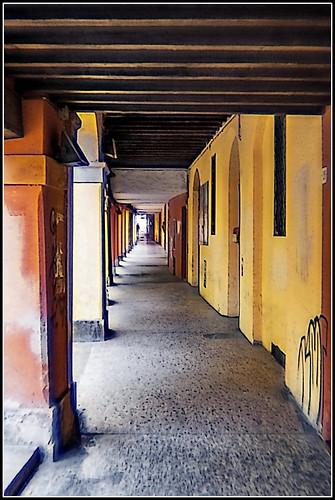 Bologna in agosto: via San Leonardo