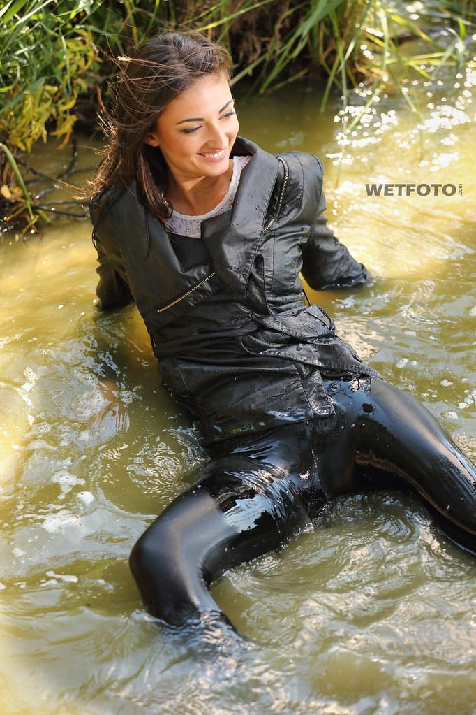 Телки в мокрых штанах