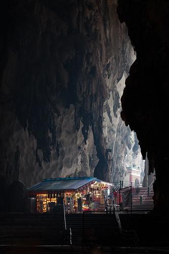 travel light shop stairs landscape souvenirs entrance tourist telephoto malaysia shack kualalumpur batucaves stalactites rockformation