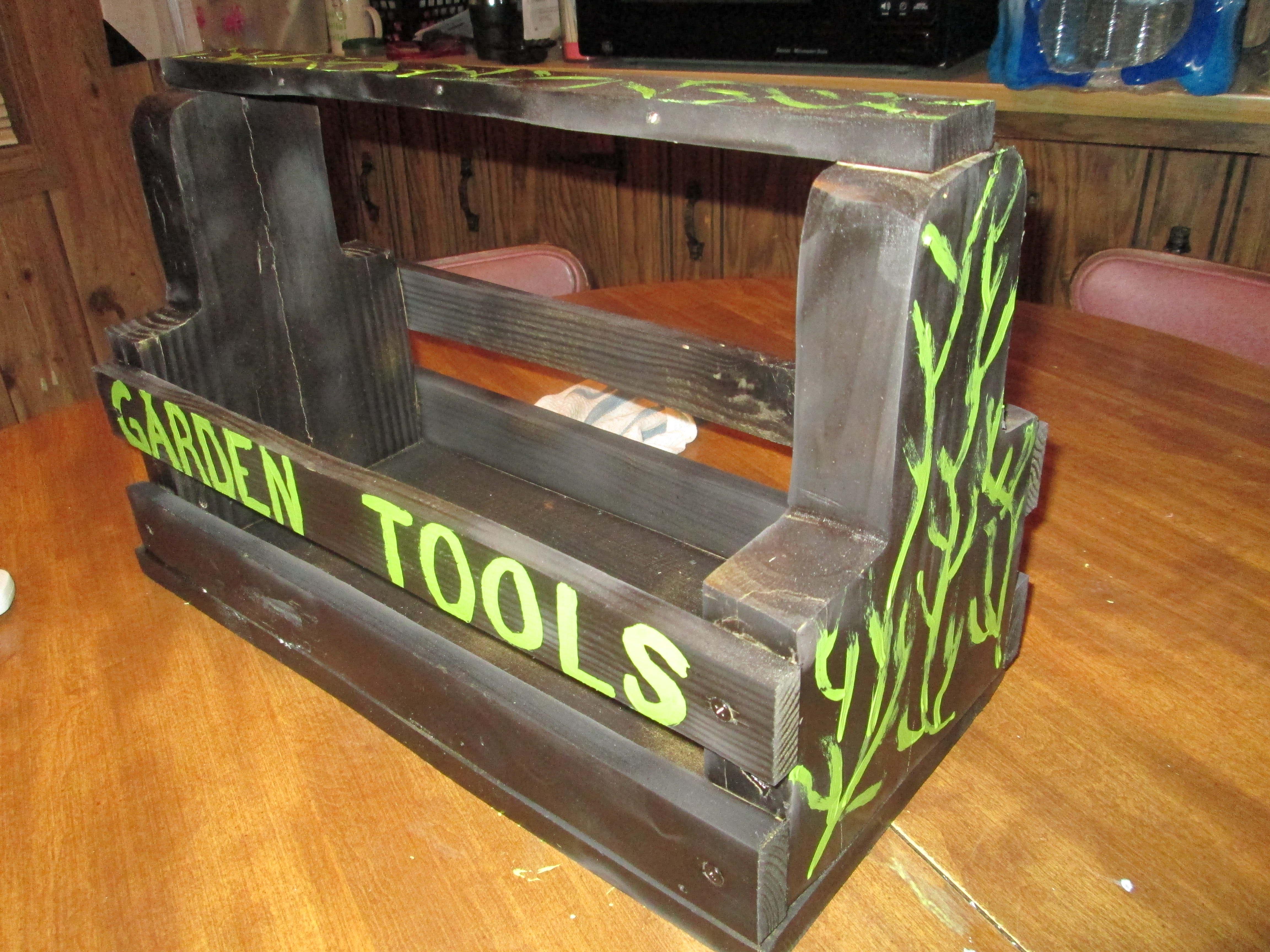 Garden Toolbox | Easy Pallet Garden Ideas | pallet garden box