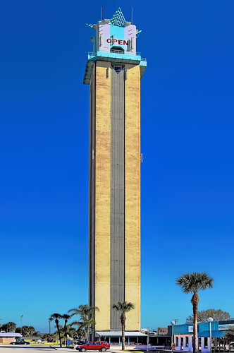 centralflorida sunshinestate lakeplacidtower towerofpeace concreteblocktower awyatthowell happinesstower 461ushighway27n