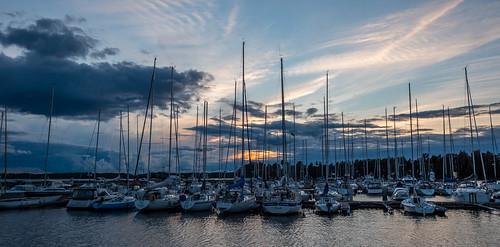 autumn sunset sun fall port marina prime boat helsinki sundown harbour yacht mast 15mm satama syksy vene sailingboat auringonlasku aurinko njk purjevene koivusaari masto