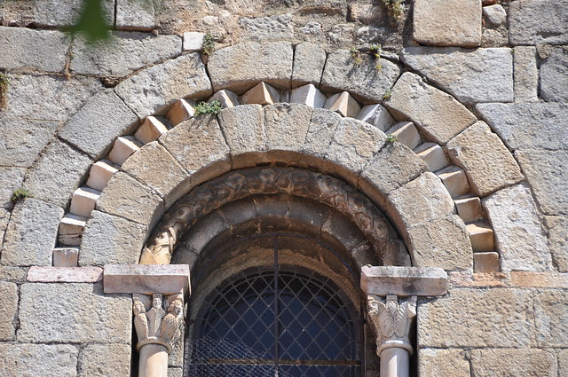 Cornellà de Conflent. Church of Saint Mary, formerly a monastery of regular canons. Detail of a window on the facade. 12th C.