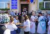 Empfang und Einladen des Bürgermeisters vor dem Gemeindehaus