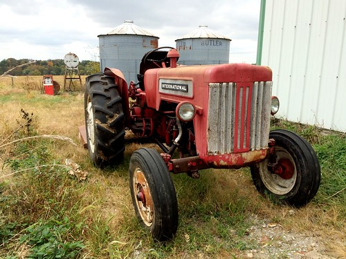 britishb414 country rural farm tractor oldplace popo mammie grandparents corso missouri mo international