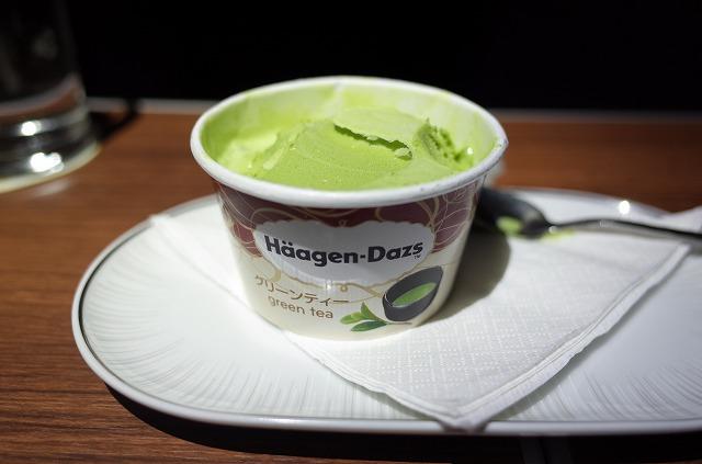<p>i)バンコク到着前に アイスクリームが出ました。</p>