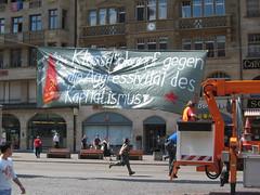 Une banderole du Parti communiste suisse :