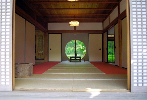 1997/08/01 (金) - 0:00 - Circle window of main hall of Meigetsuin 明月院の丸窓