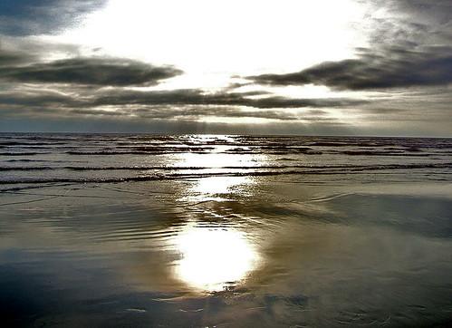 ocean july pacificocean rays setting oceanshoreswa 2006beachsunsun shesnuckinfuts