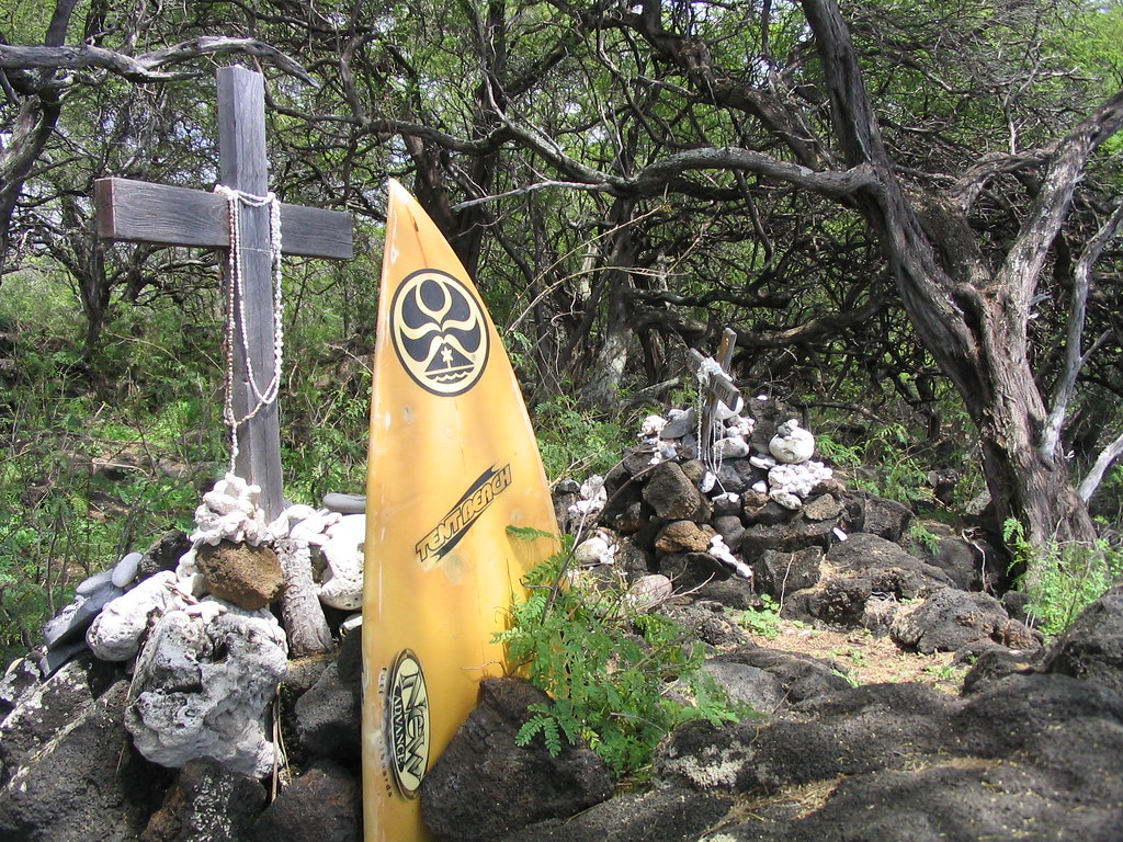 Maui | Memorial for a drowned surfer at La Perouse Bay | MA-n-Steve
