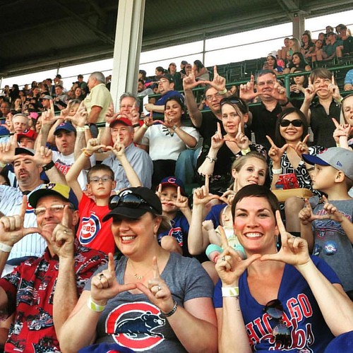 #FlashTheUFriday from the friendly confines of #WrigleyField! Thanks to our Chicago alumni for reppin' the U! #GoUtes! ⚾️