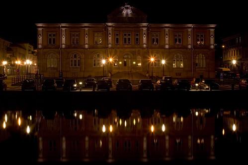 building cars night reflections lights canal day7 vänersborg 366 riksbankshuset 3652012 2012yip