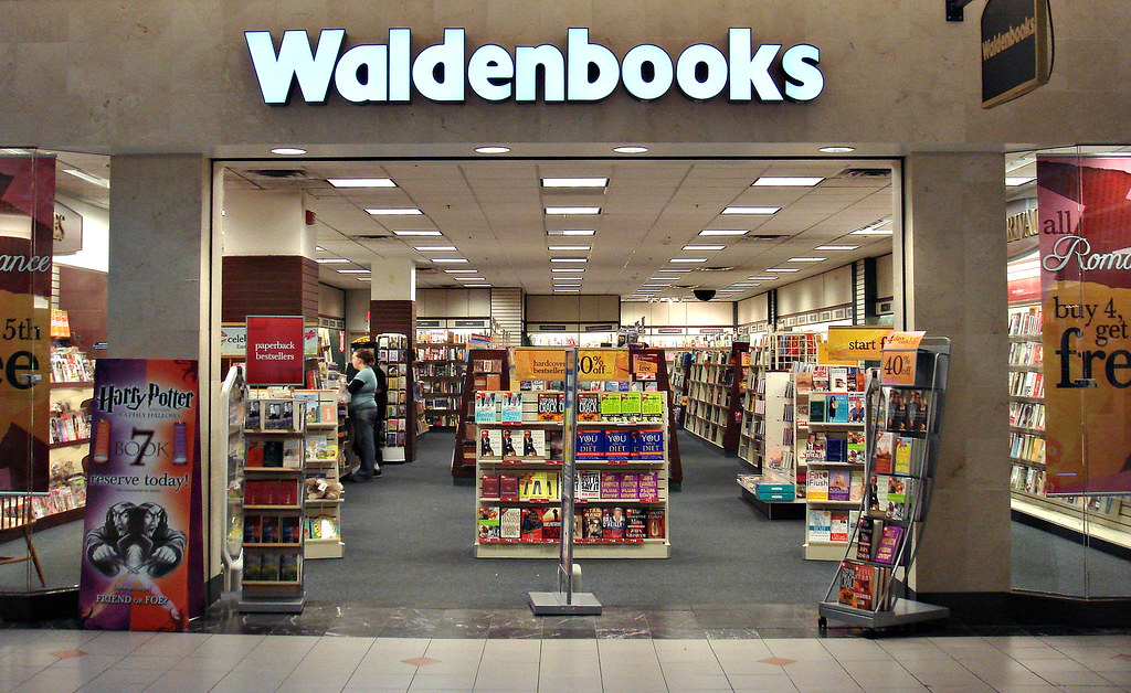 Waldenbooks at Solomon Pond Mall | Waldenbooks as seen here