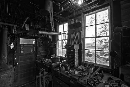 monochrome interior hdr clutter