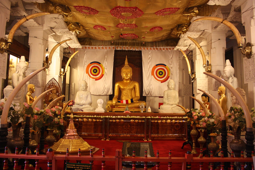 Kandy, Temple of the Sacred Tooth Relic, Alut Maligawa