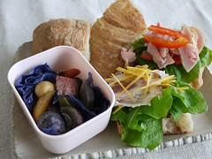 金, 2012-01-06 08:19 - サンドイッチ(自家製パンチェッタ、鶏の燻製)とクレイポット野菜