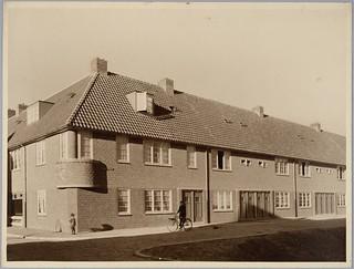 Gemeentelijke woningbouw Den Haag | Municipal Housing The Hague | by Het Nieuwe Instituut - Architecture Collection