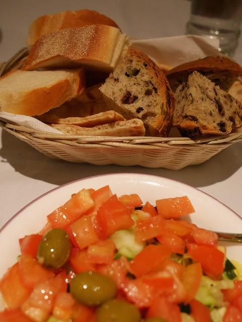 水, 2014-03-19 18:59 - サラダとパン