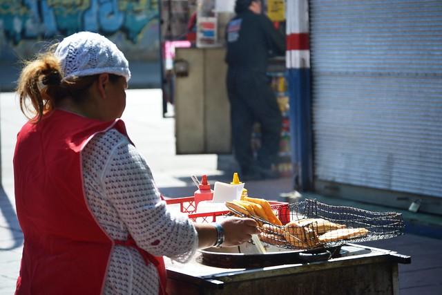 sopaipillas a   $ 100 - Empanadas sin queso ha $ 200 , y arrollado de primavera  $ 300