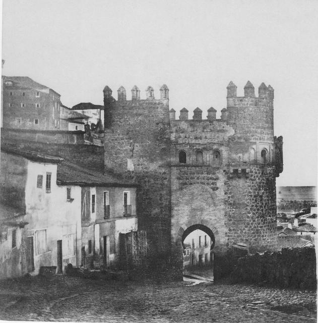 Puerta del Sol hacia 1857. Fotografía de Eugène Sevaistre editada por Gaudin