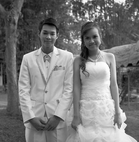 wedding bw white black film blanco thailand couple tmax negro 85mm 400 medium format mf expired chiang six blanc nero rai kowa