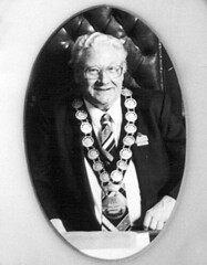 1993 Gawler Citizen of the Year Awarded to Robert Lethbridge Bartlett [Mayor 1989-93]