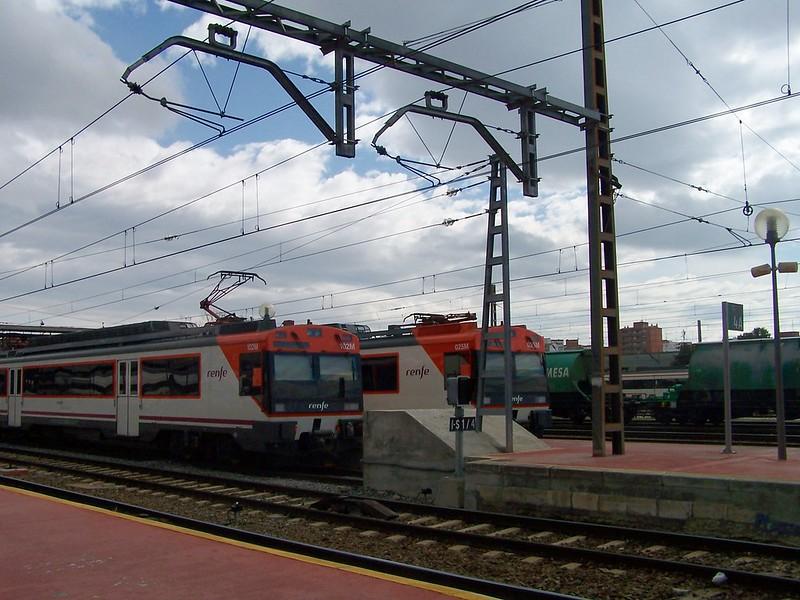Dos trenes 470 aparcados