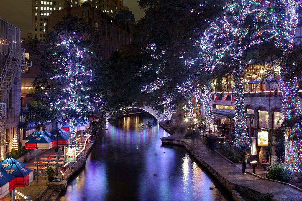 Riverwalk San Antonio Christmas.San Antonio Riverwalk Christmas Lights 2011 Christmas Ligh