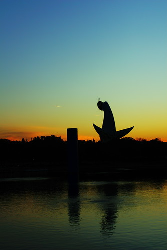 sunset sky tower water silhouette canon japanese osaka gradation 30d ef35mmf2 太陽の塔