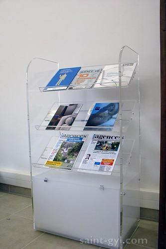 presentoir sur pied magazines 030