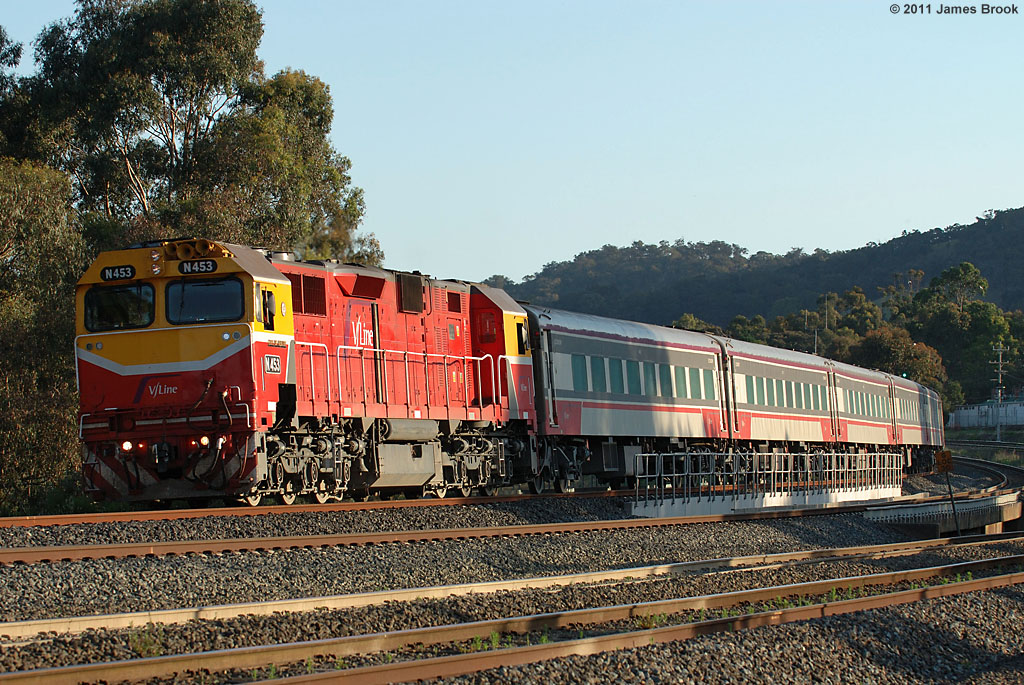 N453 with 8625 at Kilmore East by James Brook