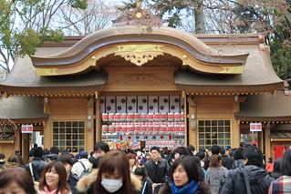 大國魂神社 随神門から参道を望む