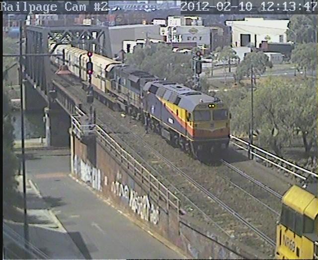 42206-LDP002 with SCT loading for Laverton, ex North Dynon 12-2-2012 by Railpage Bunbury Street