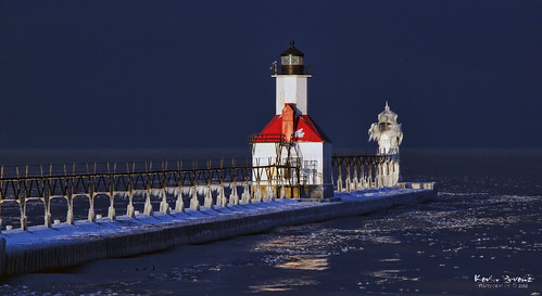 light red lighthouse white lake cold ice water sunrise pier michigan stjoseph llmsmistjoseph