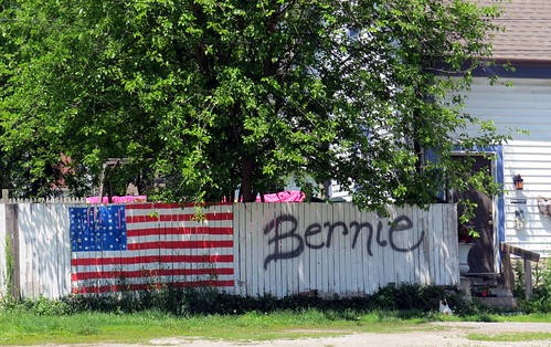 Bernie Sanders had lunch a couple miles from the fence. | by kennethkonica