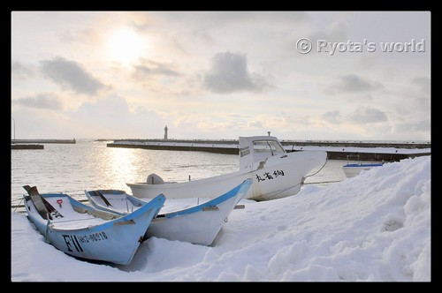 "winter sunset snow japan see boat fishing nikon scenery hokkaido ship fishingboat tamron snowscape snowscene d90 b003 nikond90 18270mm ""gettyimagesjapanq4"""
