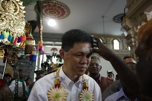 Acting MCYS Minister Chan Chun Sing at Sri Srinivasa Permula Temple, Feb 7, 2012