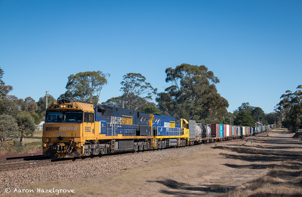 9302 and 9313 on 7MW2 at Wingello by Aaron Hazelgrove