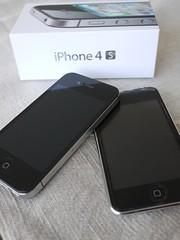 土, 2011-12-10 10:11 - iPhone 4S と今までの愛機 iPod Touch 2ndG